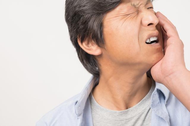 夜中に突然虫歯が痛み出したときの応急処置について